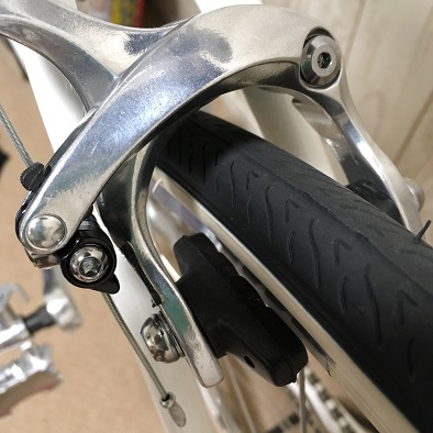 クロスバイクのキャリパーブレーキ